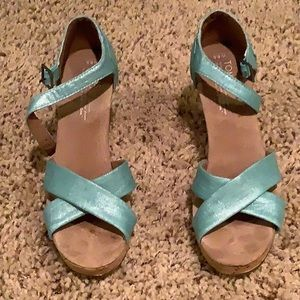 TOMS Strappy Wedge 8.5